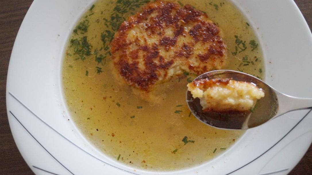 kasknoedel-mit-suppe-2