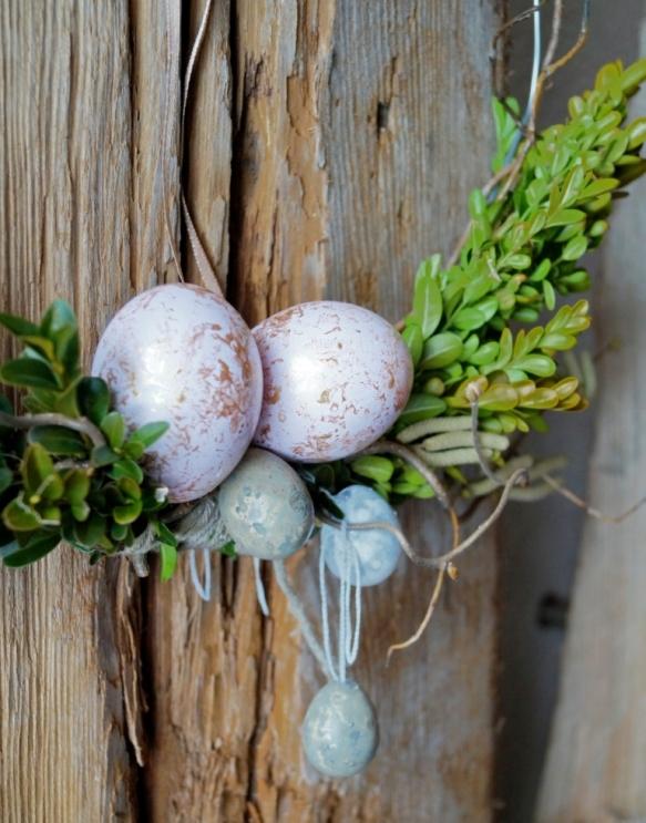 Detail Osterkranz, ausgeblasene Eier