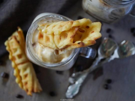 Eiskaffee mit selbstgemachten Eiswaffeln