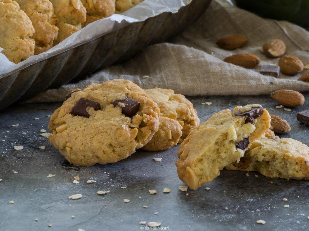Hafercookies mit Schoko und Mandeln
