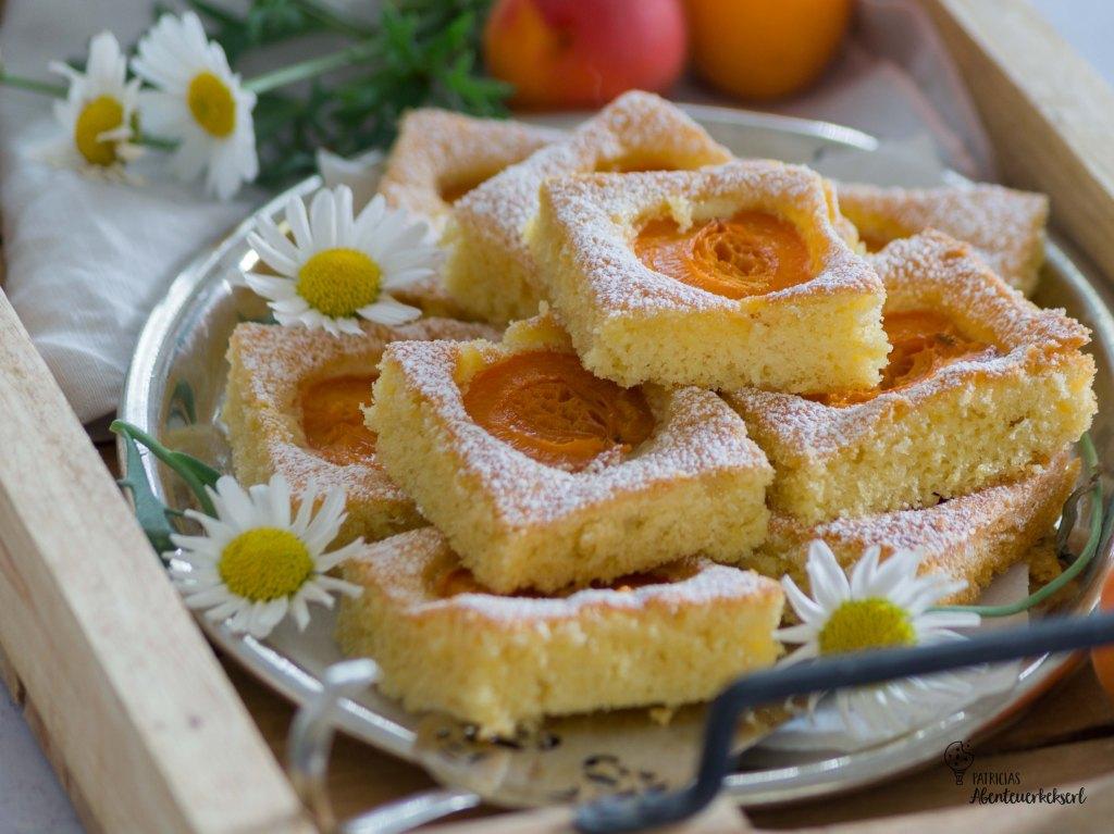 Marillen-Eierlikörkuchen vom Blech // Marillen Blechkuchen
