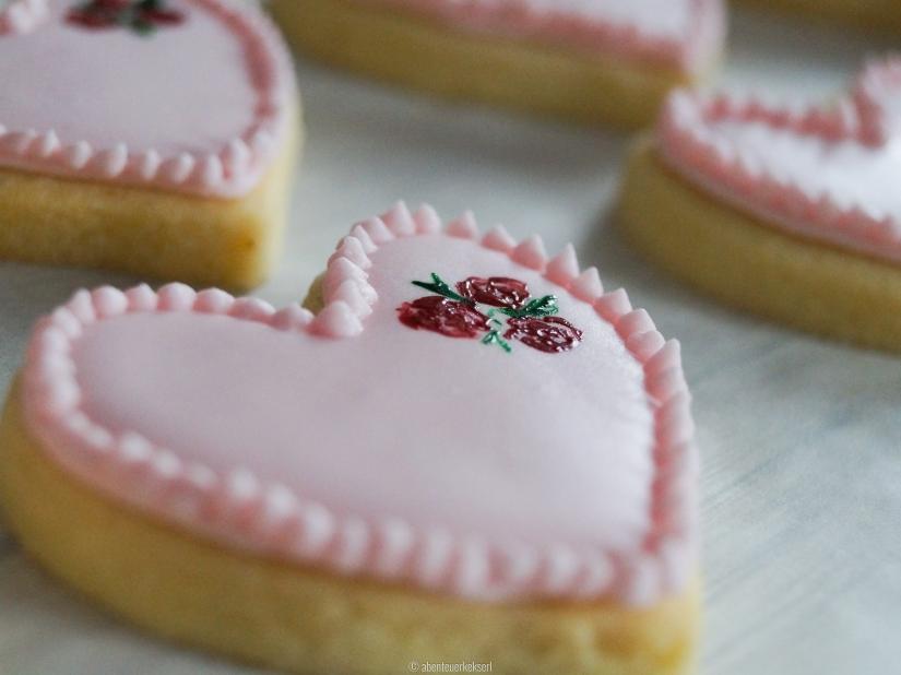 Mürbteigkekser mit Royal Icing - Herzkekse zum Valentinstag