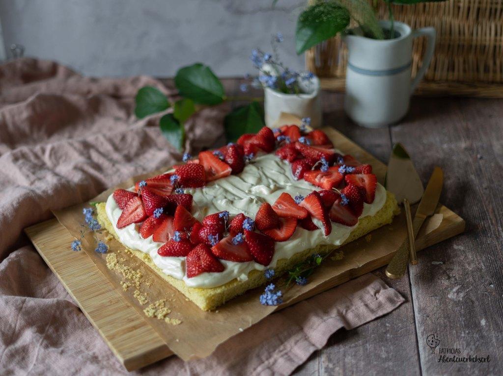 Erdbeer Vanille Blechkuchen